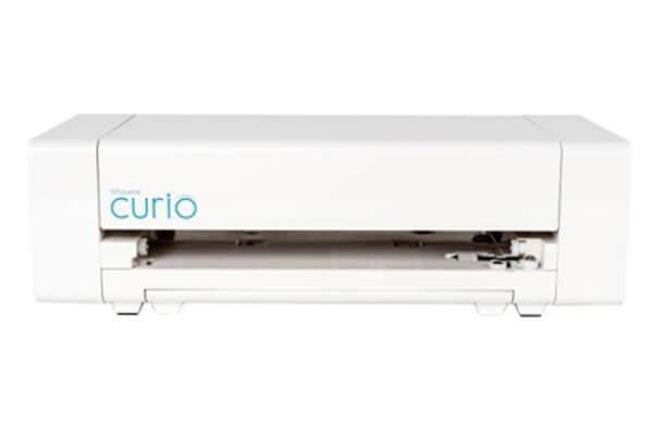 Режущий плоттер Silhouette CURIOШирина материала 203 мм; Давление на нож (макс.) 210 гр; Ширина резки 203 мм; Вес 1.96 кг<br>